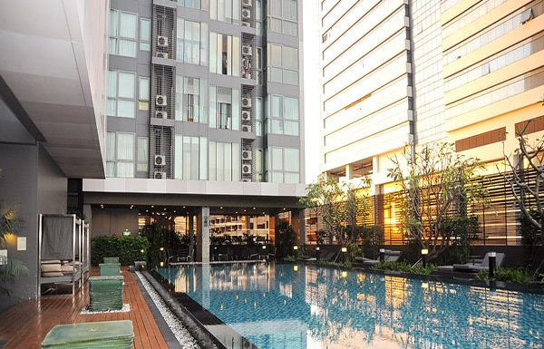 Ideo-Q-Phayathai-Bangkok-condo-for-sale-swimming-pool-3